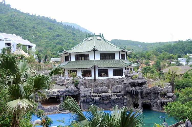 than tai hot springs park - japanese onsen