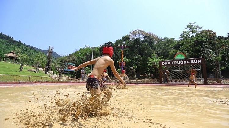 than tai hot springs park - mud arena