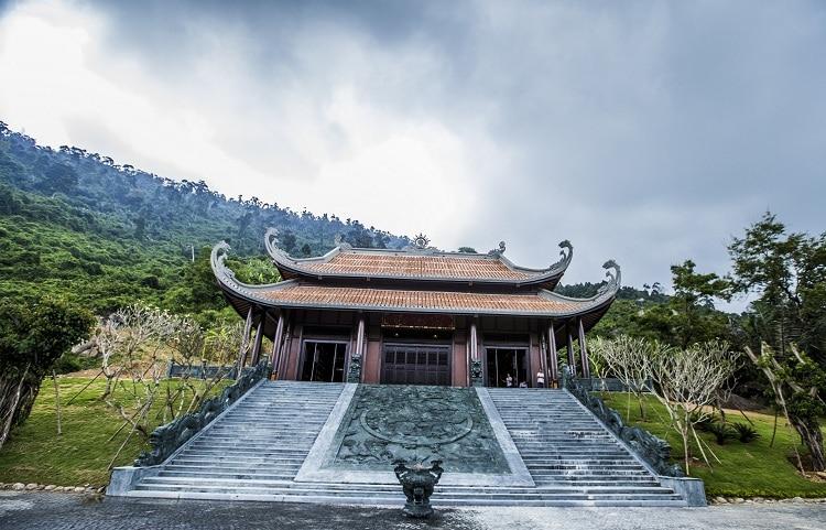 than tai hot springs park - son than temple