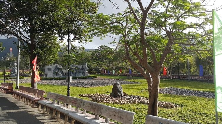 vietnam photos - hang duong cemetery