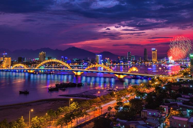 vietnam photos - danang bridges at night