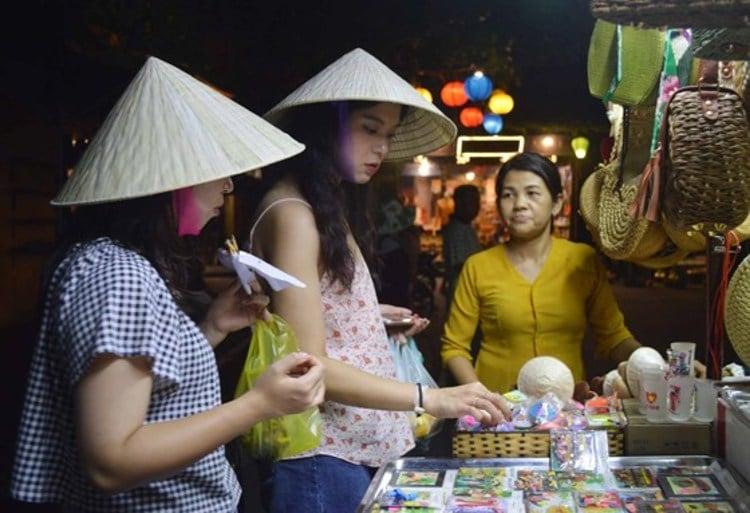 vietnam photos - halong night market