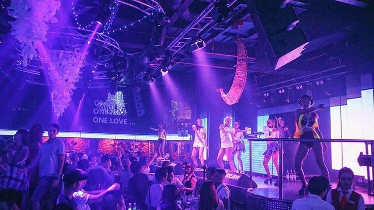 vietnam photos - night bars in nha trang