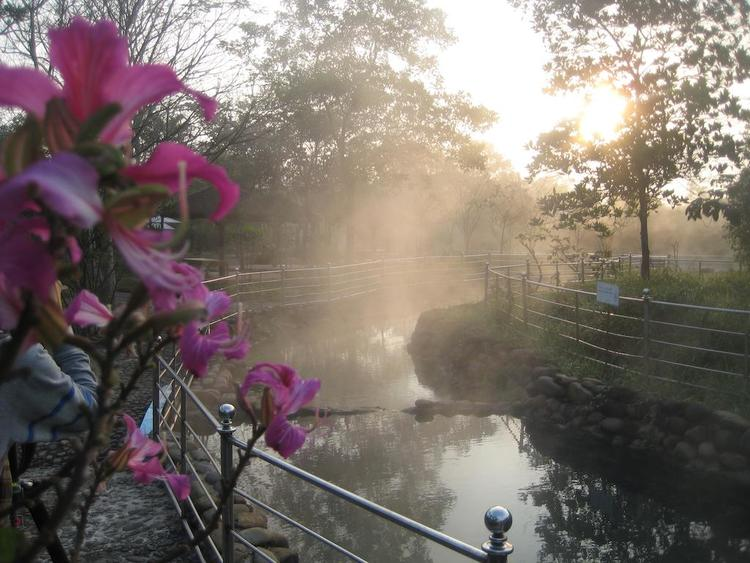 vietnam photos - alba thanh tan hot springs