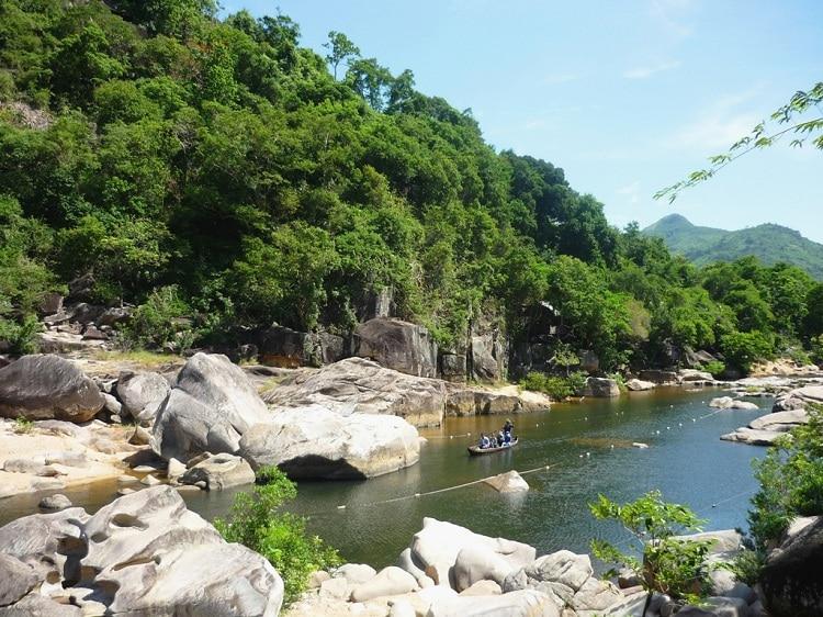 vietnam photos - ham ho tourist spot