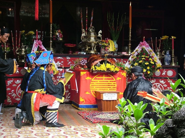 vietnam photos - chua ong pagoda