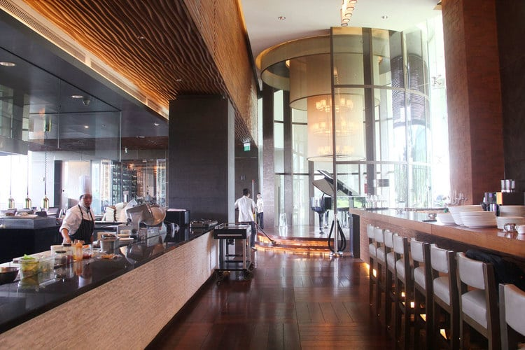 vietnam photos - luxurious restaurants in hanoi