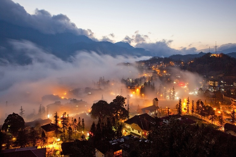 vietnam photos - nightlife in sapa