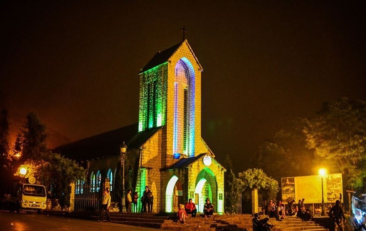 vietnam photos - nightlife in sapa