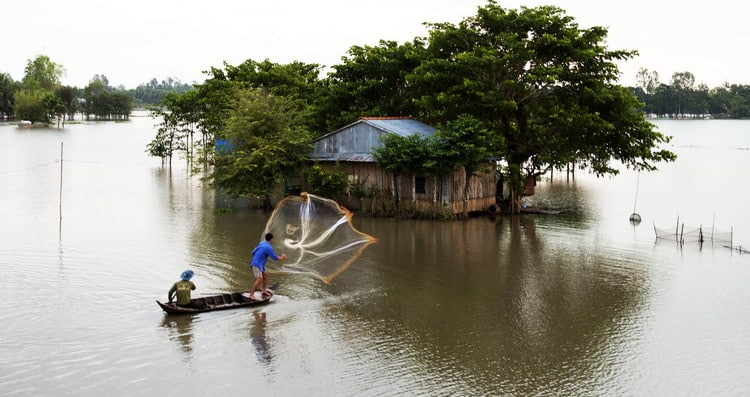 """""""Must Try"""" experiences In The Flooding Season In Vietnam's Mekong Delta"""