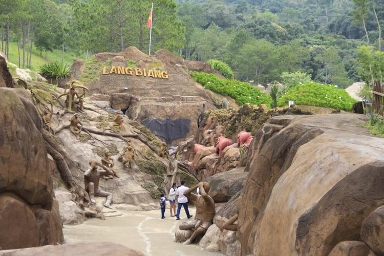 vietnam photos - da lat clay village