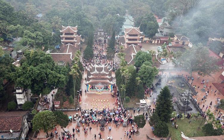 vietnam photos - huong pagoda festival