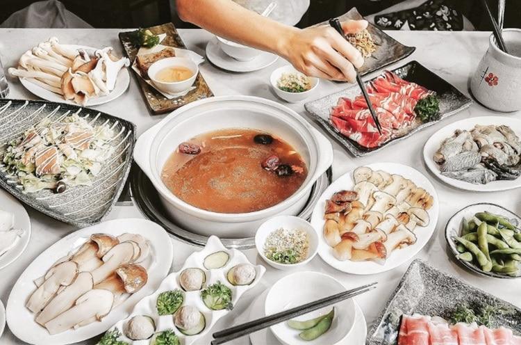 vietnam photos - hotpot restaurants in hanoi
