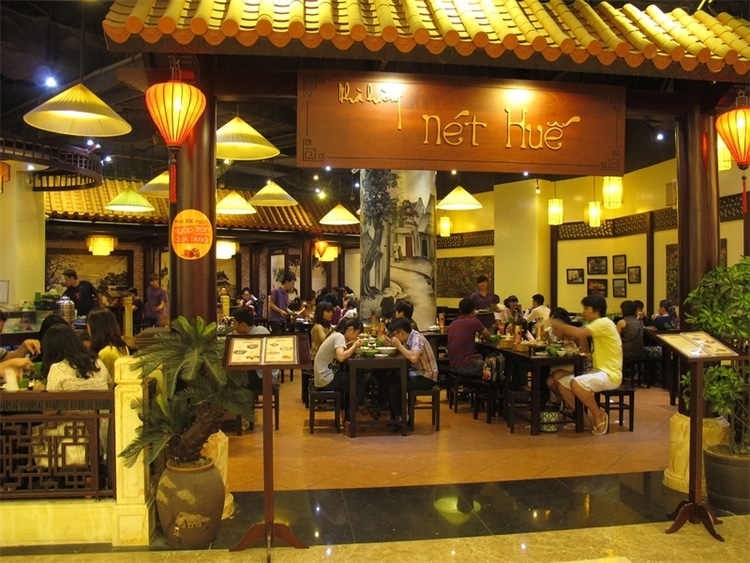 vietnam photos - hue style restaurants in hanoi