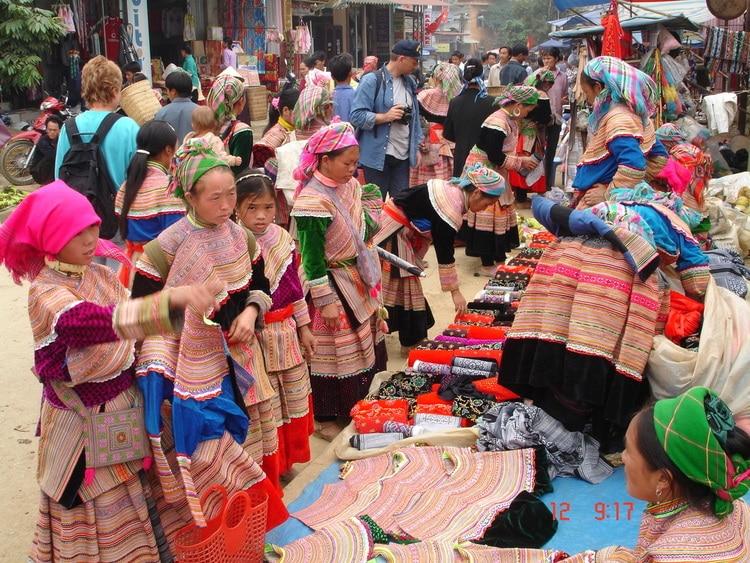 vietnam photos - markets in sapa