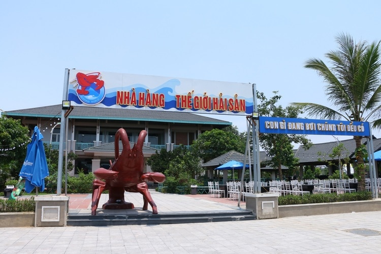 vietnam photos - seafood restaurants in hanoi