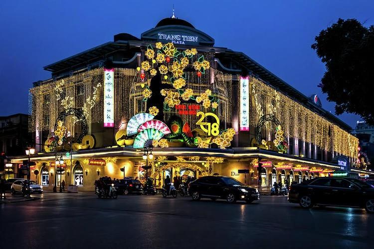 vietnam photos - trang tien plaza