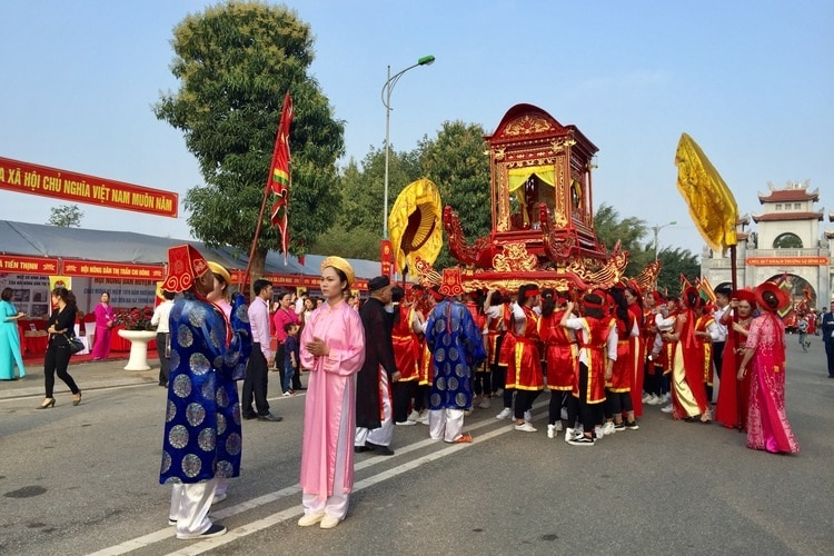 Discover Hai Ba Trung Temple Festival In Hanoi, Vietnam