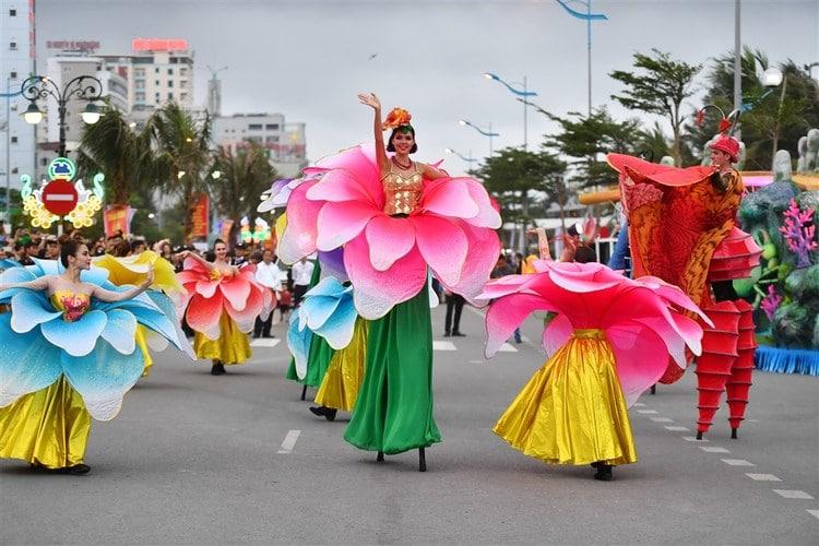 vietnam photos - halong carnival