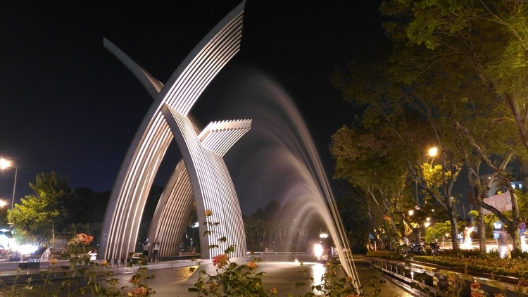 vietnam photos - hoang van thu park