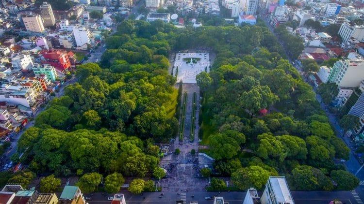 vietnam photos - le van tam park