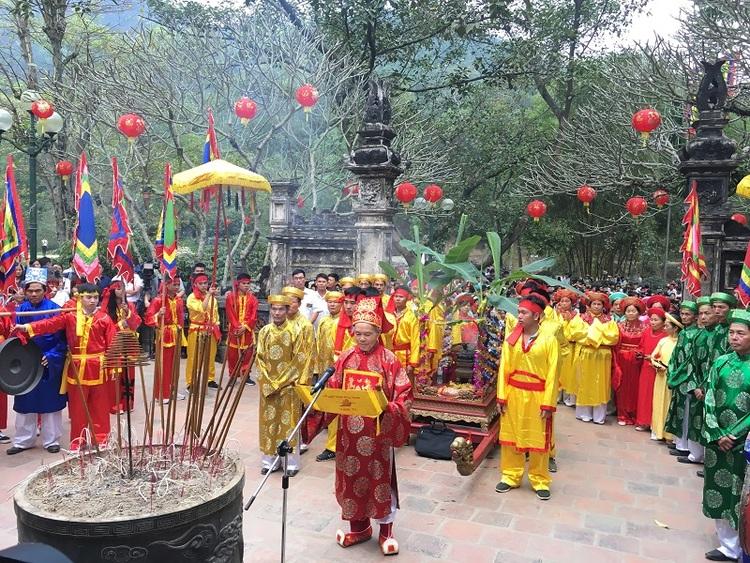 vietnam photos - giong festival