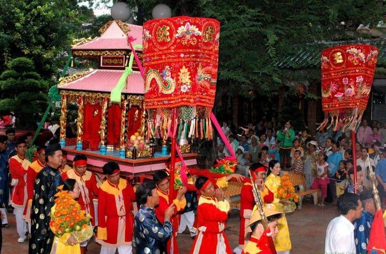 vietnam photos - dinh ba ong lang festival