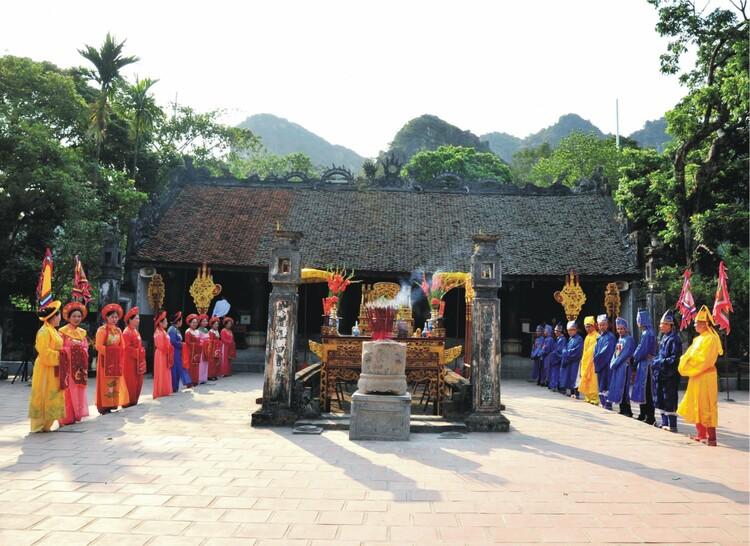 vietnam photos - hoa lu festival