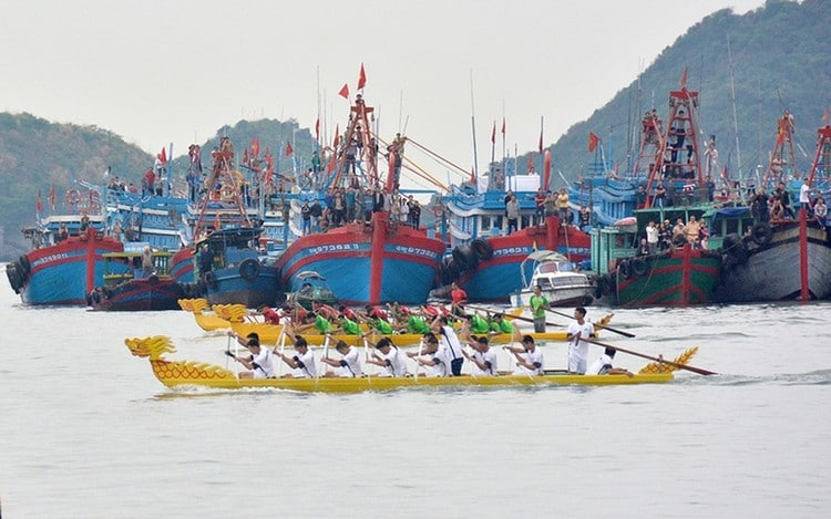 vietnam photos - dragon boat race festival