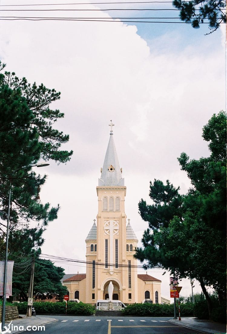 Con Ga Church – A Sacred, Peaceful Place Not To Be Missed In Da Lat, Vietnam