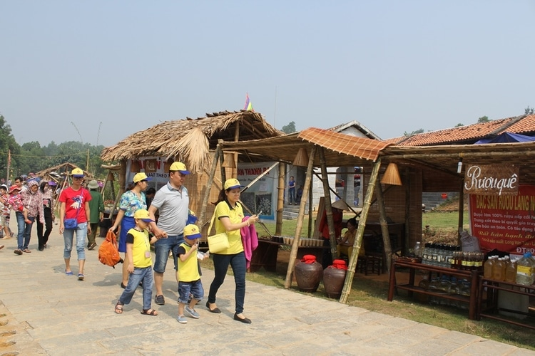 vietnam photos - cultural village of 54 vietnamese ethnic minority groups