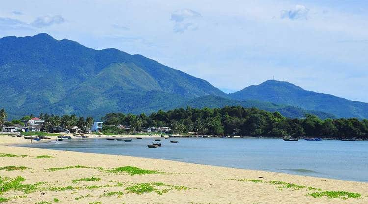 vietnam photos - xuan thieu beach