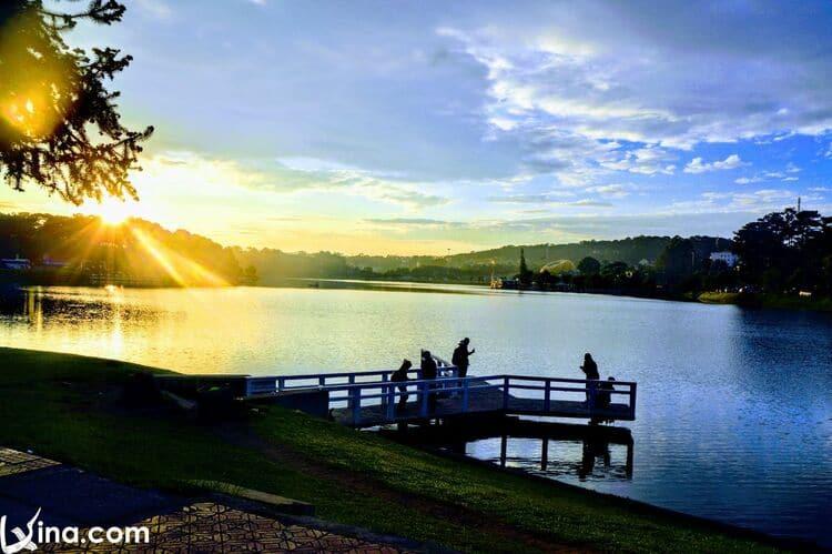 vietnam photos - xuan huong lake