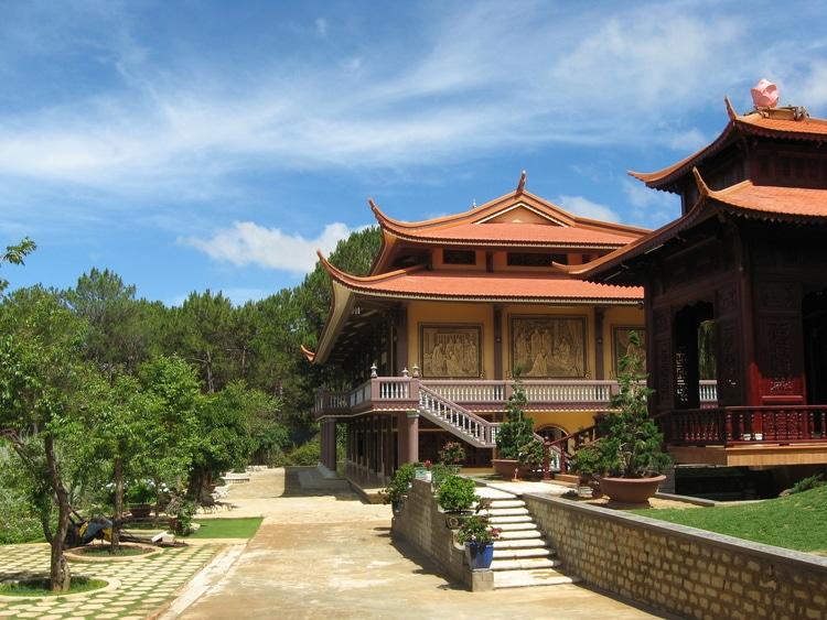 vietnam photos - truc lam bach ma monastery