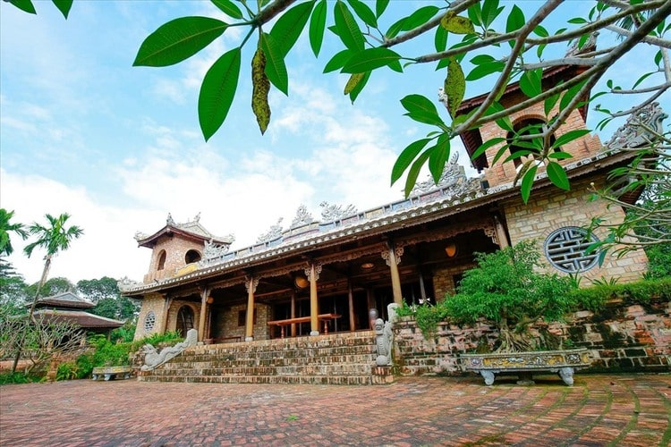 Ben Xuan Garden House Theatre – Peaceful Beauty In Hue, Vietnam