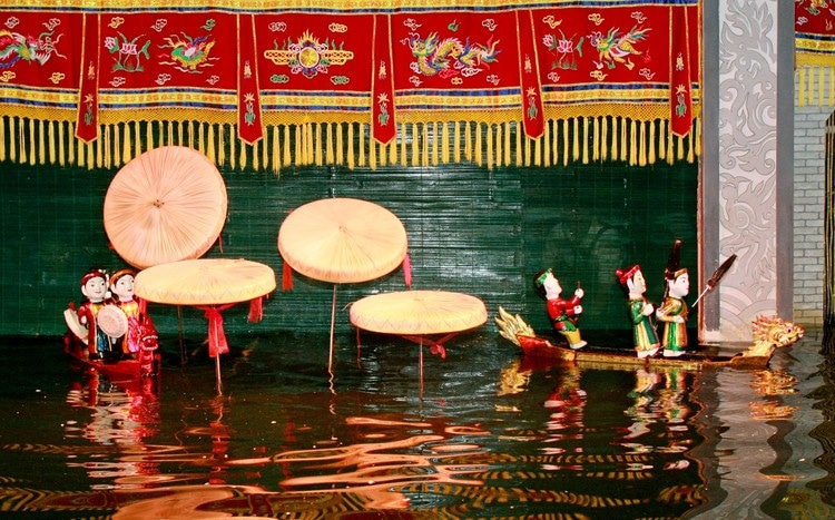 vietnam photos - golden dragon water puppet theatre