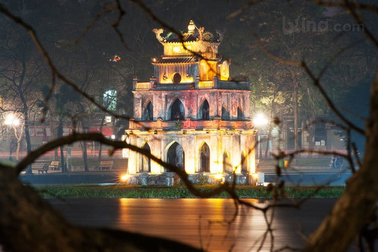 vietnam photos - hoan kiem lake