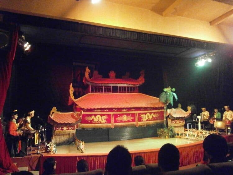 vietnam photos - hoi an traditional art performance theatre