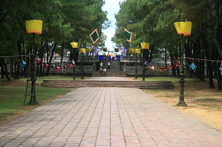 vietnam photos - nam giao esplanade