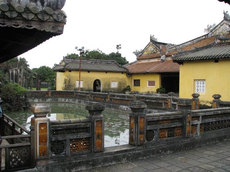 vietnam photos - dien tho palace