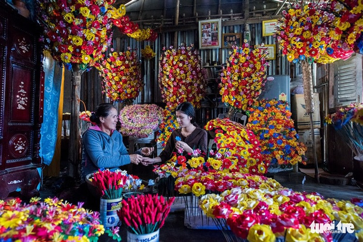 vietnam photos - thanh tien paper flower village