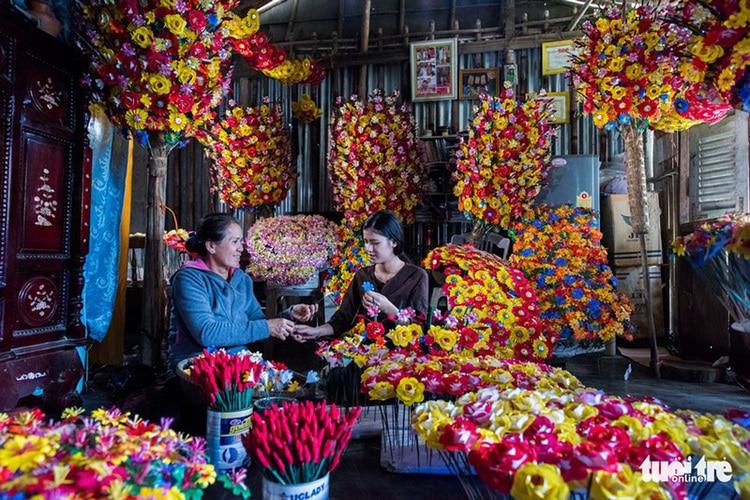 vietnam photos - thanh tien paper flower village
