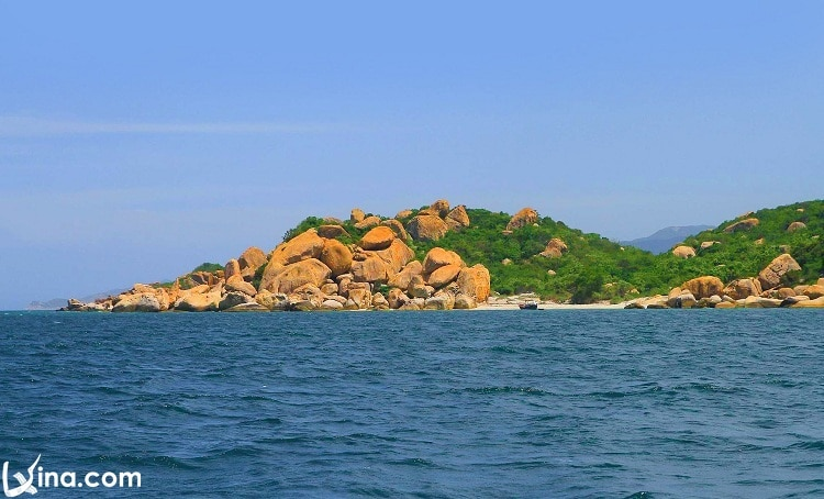 vietnam photos - nha trang that have clear water
