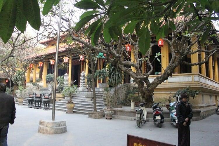 vietnam photos - quan su pagoda