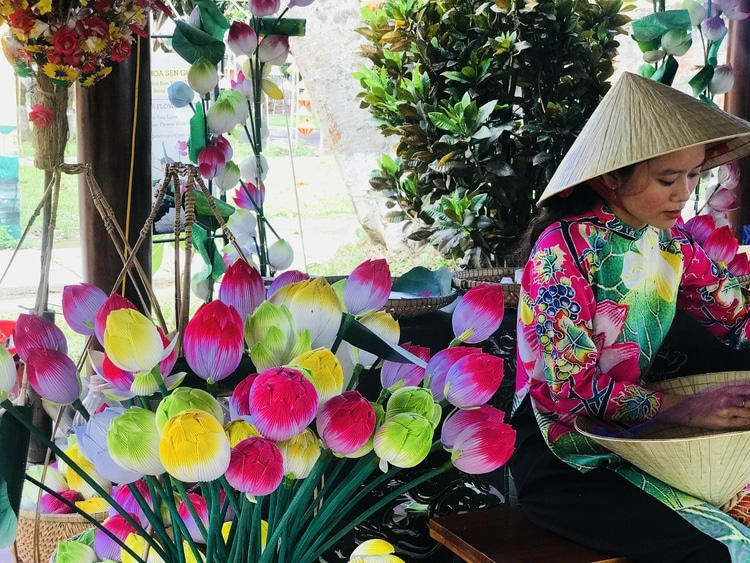 Explore The Beauty Of The Traditional Craft In Hue, Thanh Tien Paper Flower Village