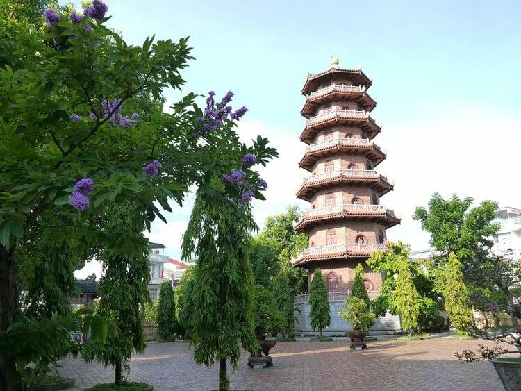 vietnam photos - tu dam pagoda