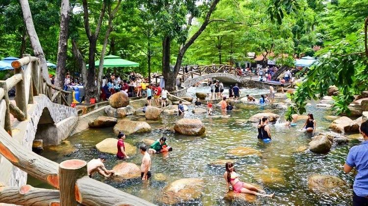 vietnam photos - thuy chau tourist site