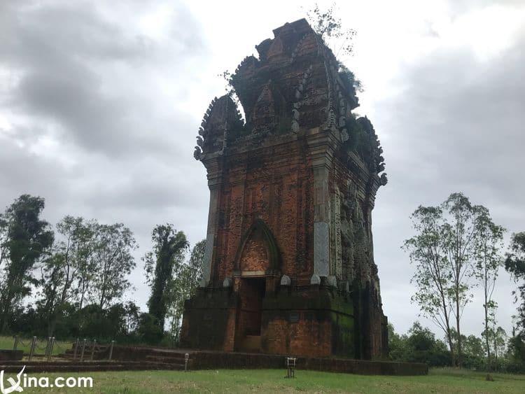 vietnam photos - hoang de citadel and canh tien tower photos