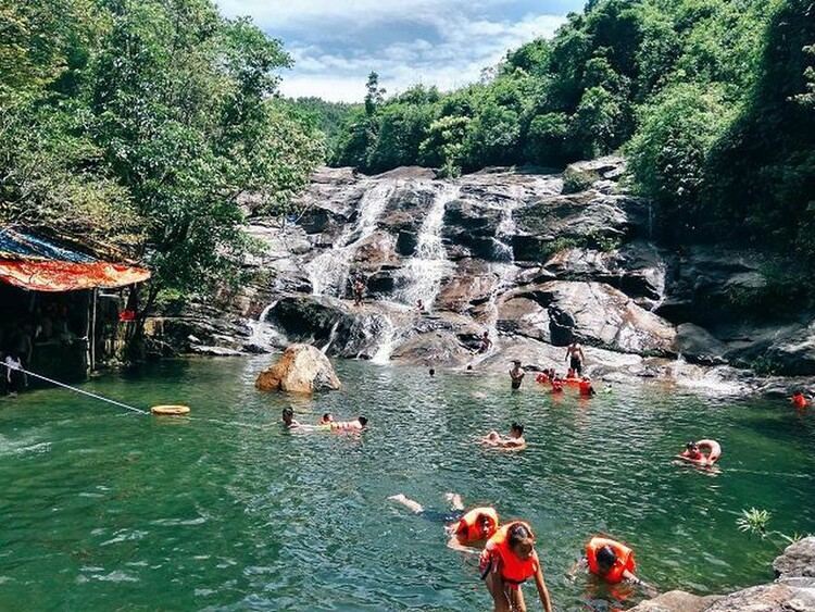 nhi ho waterfall in hue