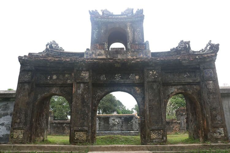 voi re palace in hue
